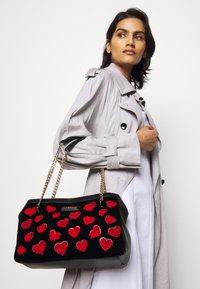 Love Moschino - Handtas - black - 1