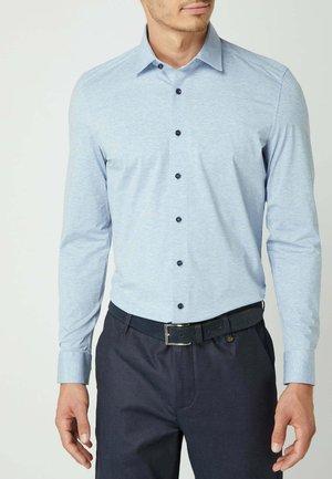REGULAR FIT BUSINESS AUS JERSEY - Overhemd - bleu