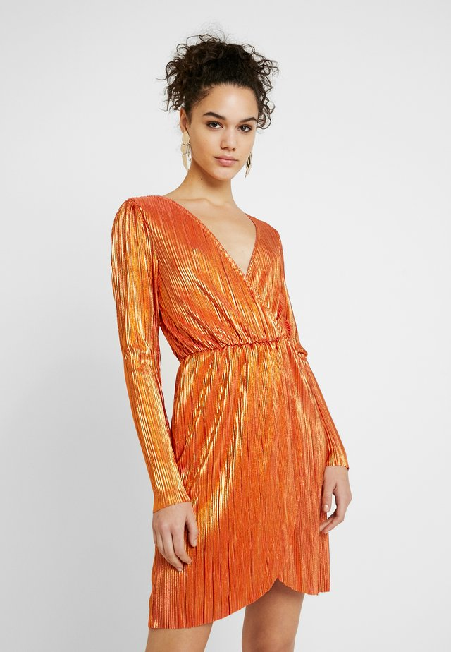SHINY PLEATED DRESS - Sukienka koktajlowa - orange