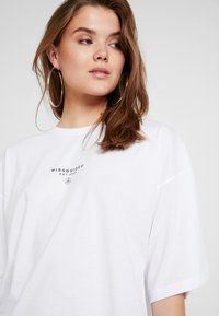 Missguided - DROP SHOULDER - Print T-shirt - white - 3