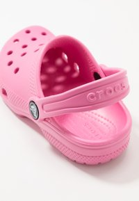 Crocs - CLASSIC - Pool slides - pink lemonade - 2