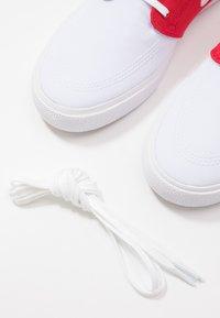 Nike SB - ZOOM JANOSKI UNISEX - Sneakers laag - white/ red/ blue - 5