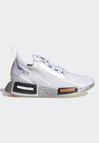 adidas Originals - NMD_R1 SPECTOO UNISEX - Sneakers basse - footwear white/core black - 6
