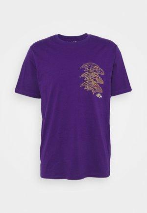 NFL BALTIMORE RAVENS CHAIN CORE GRAPHIC - Klubové oblečení - purple