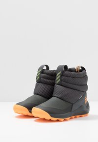 adidas Performance - RAPIDASNOW - Vinterstøvler - grey six/tech olive/flash orange - 3
