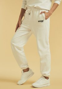 Guess - Tracksuit bottoms - weiß - 3