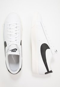 Nike Sportswear - BLAZER - Baskets basses - white/black - 1