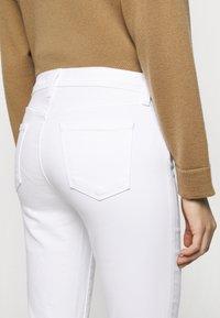 J Brand - MID RISE CROP - Jeans Skinny Fit - blanc - 5