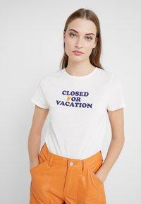 CLOSED - Print T-shirt - ivory - 4
