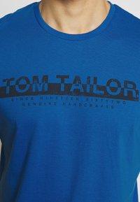 TOM TAILOR - Print T-shirt - victory blue - 4