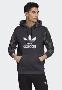 adidas Originals - CAMOUFLAGE HOODIE - Hoodie - grey - 0