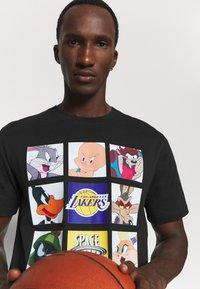 Outerstuff - NBA LOS ANGELES LAKERS SPACE JAM TUNE ZOOM TEE - Print T-shirt - black - 3