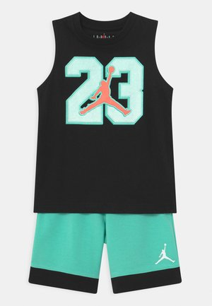 VARSITY PATCHES SET  - Sports shorts - tropical twist