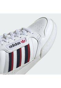 adidas Originals - CONTINENTAL 80 STRIPES UNISEX - Sneakers laag - ftwr white/collegiate navy/vivid red - 5