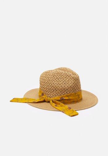 Hat - beige/mustard yellow