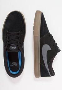 Nike SB - PORTMORE II SOLAR - Obuwie deskorolkowe - black/light brown/dark grey - 1