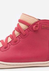 Camper - PEU CAMI - Snørestøvletter - medium pink - 5