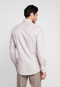 OLYMP - OLYMP LEVEL 5 BODY FIT  - Overhemd - nougat - 2