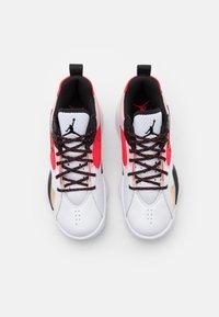 Jordan - ZOOM '92 - Sneakers hoog - white/black/siren red/university gold - 5