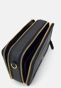 Lauren Ralph Lauren - CROSSHATCH CROSSBODY - Across body bag - black - 3