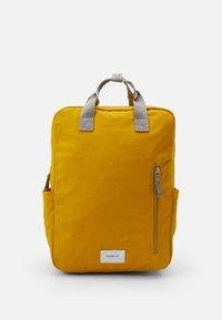 Sandqvist - KNUT UNISEX - Reppu - yellow/grey - 0