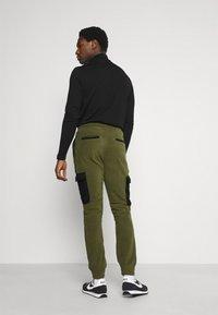 Solid - CARGO - Pantaloni sportivi - ivy green - 2
