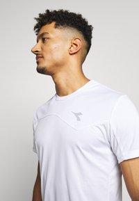 Diadora - TEAM - Camiseta estampada - optical white - 3