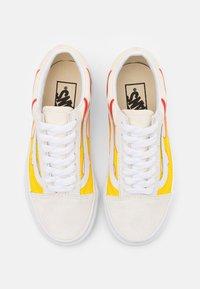Vans - OLD SKOOL UNISEX - Sneakers - true white/classic white - 3