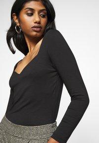 Vero Moda Petite - VMPANDA SWEETHEART - T-shirt à manches longues - black - 4