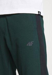 4F - Men's sweatpants - Tracksuit bottoms - dark green - 4