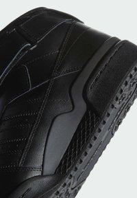 adidas Originals - FORUM MID UNISEX - Sneakers alte - core black/core black/core black - 7