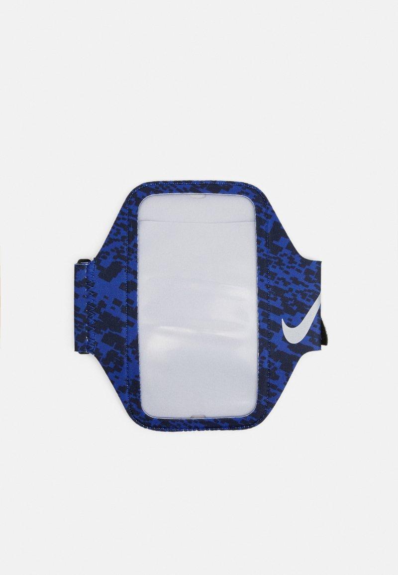 Nike Performance - LEAN ARM BAND - Jiné doplňky - astronomy blue/black/ silver