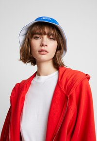 Nike Sportswear - BUCKET CAP - Hat - white/game royal/dark sulfur - 5