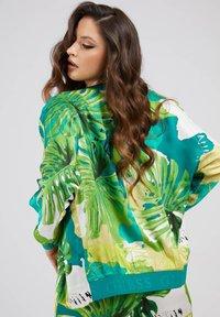 Guess - ALLOVER - Summer jacket - vert multi - 2