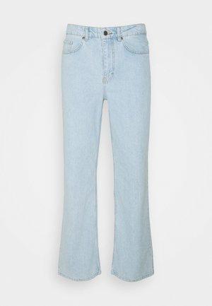 MEN X CURLYFRYSFEED LIGHT FLARED - Jean flare - light blue