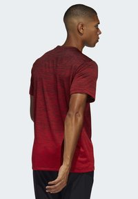 adidas Performance - TECH GRADIENT T-SHIRT - Print T-shirt - red - 1