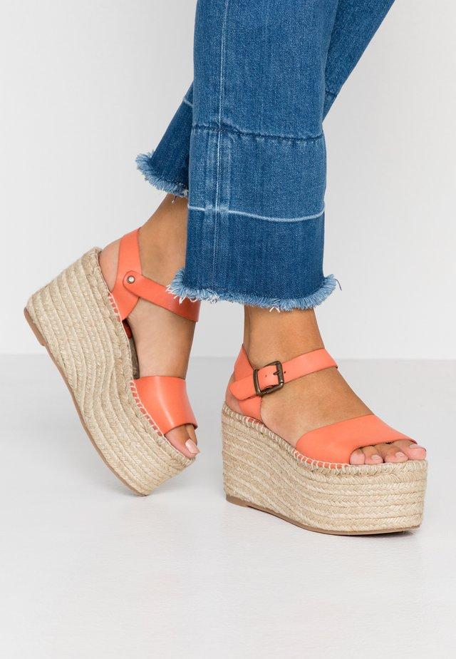 Korolliset sandaalit - orange