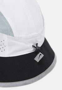 Nike Performance - BUCKET UNISEX - Chapeau - white/black/light pumice - 3