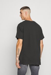 Jack & Jones - JCOOTTO TEE CREW NECK - T-shirt - bas - pirate black - 2