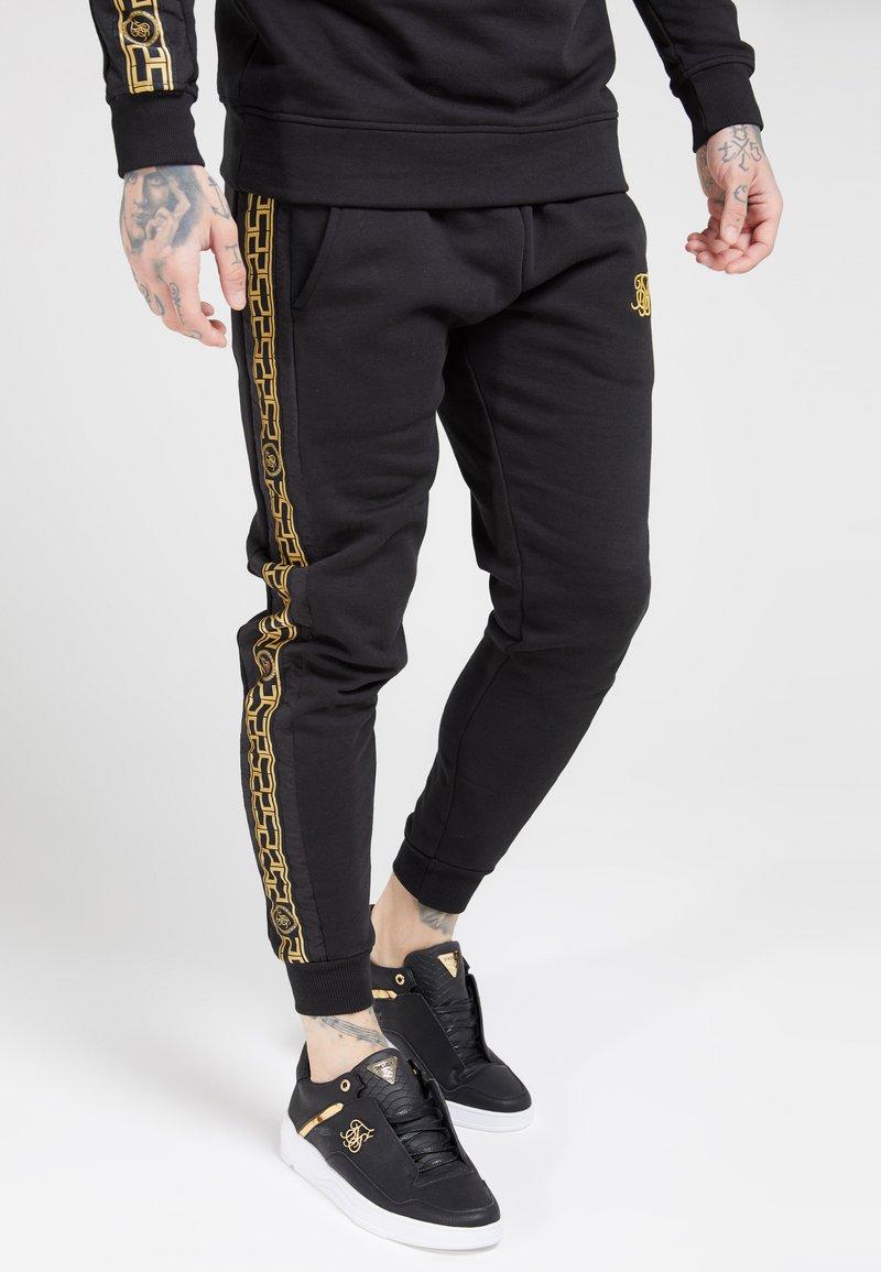 SIKSILK - MUSCLE FIT NYLON PANEL JOGGERS - Jogginghose - black/gold