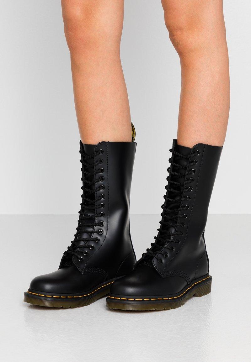 Dr. Martens - 1914 - Šněrovací vysoké boty - black smooth