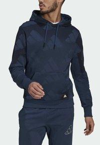 adidas Originals - FI Graphic PO BD MUST HAVES SPORTS RELAXED SWEATSHIRT HOODIE - Luvtröja - blue - 3