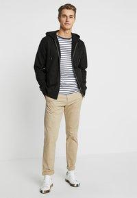 CELIO - MEBELVEST - Zip-up hoodie - black - 1