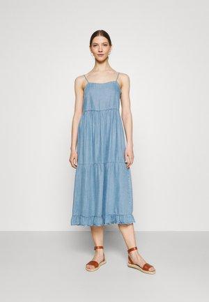 ONLRAGNA STRAP LONG DRESS - Denimové šaty - light blue denim