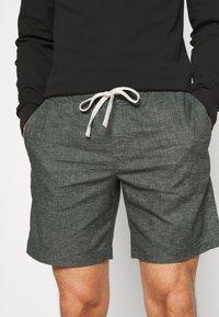 Banana Republic - CORE TEMP EASY - Shorts - heathered charcoal - 4