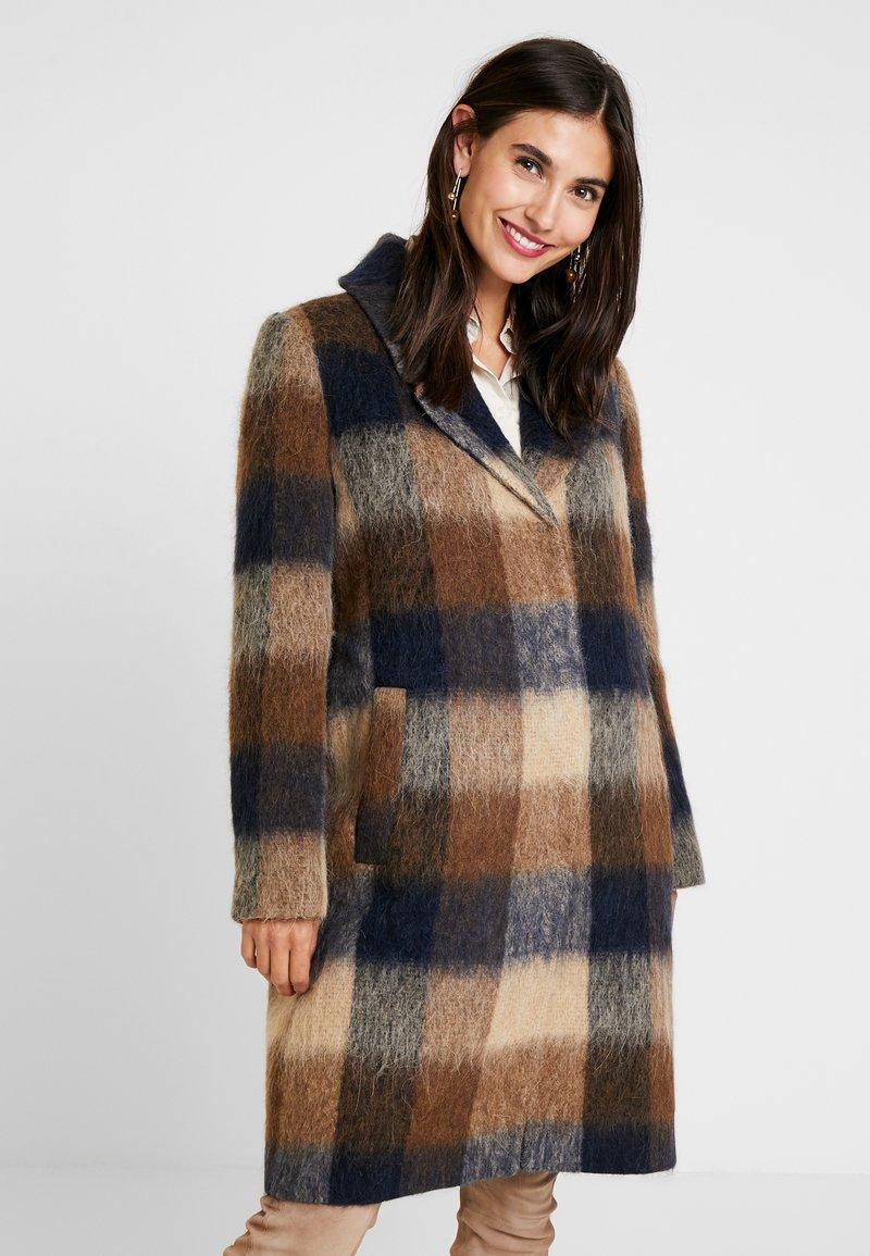Levete Room - GIBY - Zimní kabát - dachshund combi