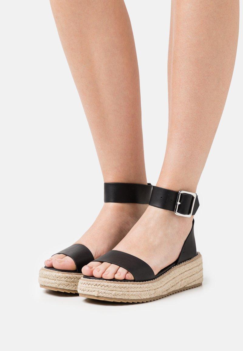 Emmshu - FABY - Korkeakorkoiset sandaalit - black