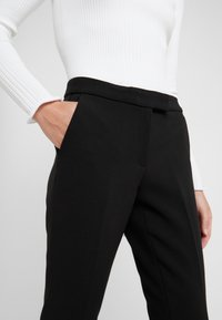 MICHAEL Michael Kors - NEW CROPPPED - Stoffhose - black - 3