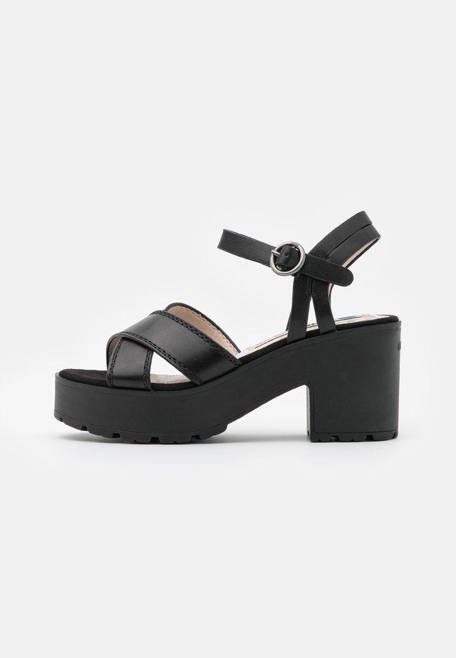 EMELINE - Sandali con plateau - black