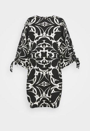 LOVARIN - Day dress - artwork